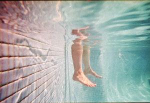Можно ли во время месячных посещать бассейн